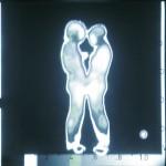 Casal em Termografia – Obra exposta na XII Bienal Internacional de São Paulo em 1973. Performance.