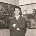 1966. Aldir Mendes de Souza durante a exposição de seus trabalhos na galeria Artécnica.