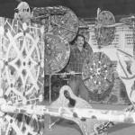 """1969. Metrópolis do Futuro: Esculturas com o tema """"Explosão Demográfica"""""""