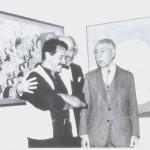 1983. Pietro Maria Bardi em frente a seu retrato por Aldir Mendes, junto ao crítico de arte Olney Kruse na exposição em homenagem a Bardi