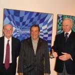Henry Safra, Aldir e Alex Periscinoto durante a exposição Cores do Buraco Negro, 2006